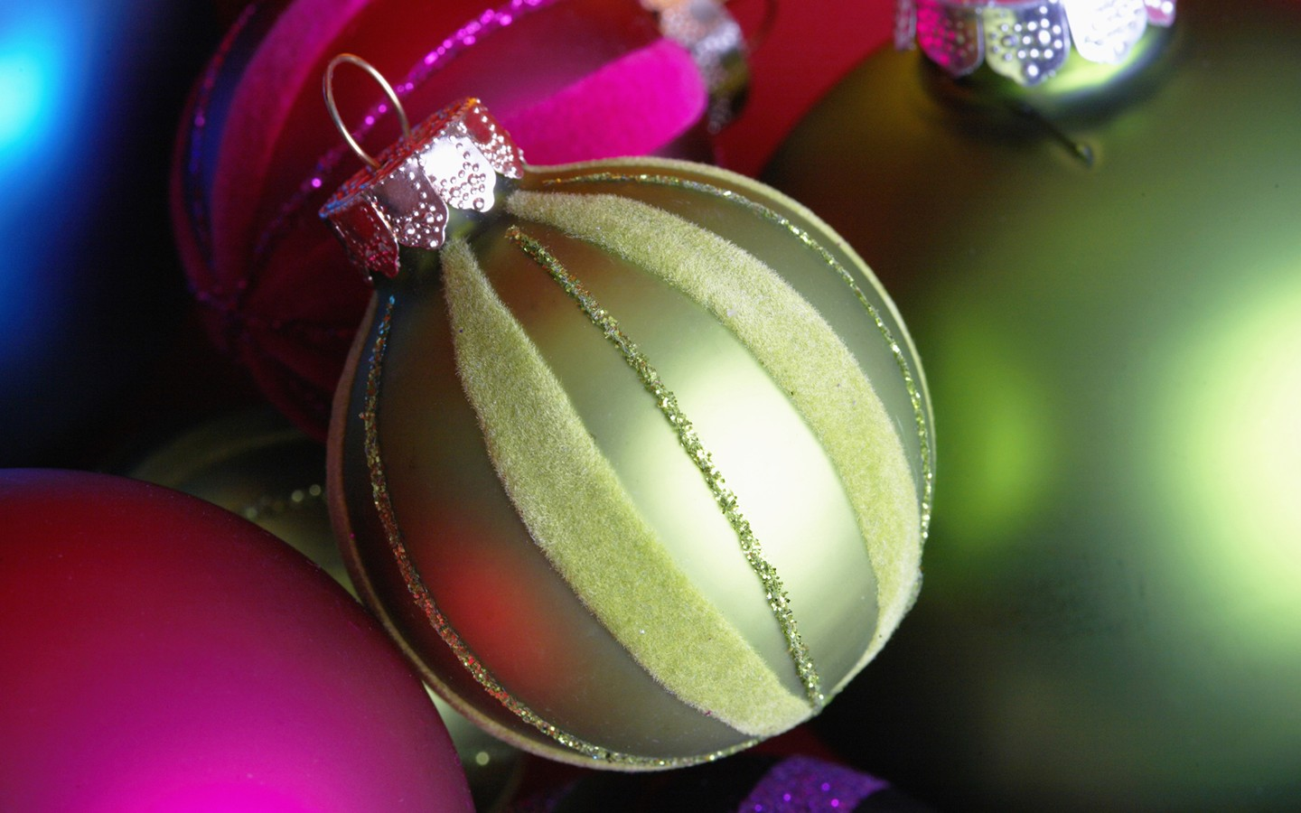Colorful Christmas ornaments wallpaper 31179