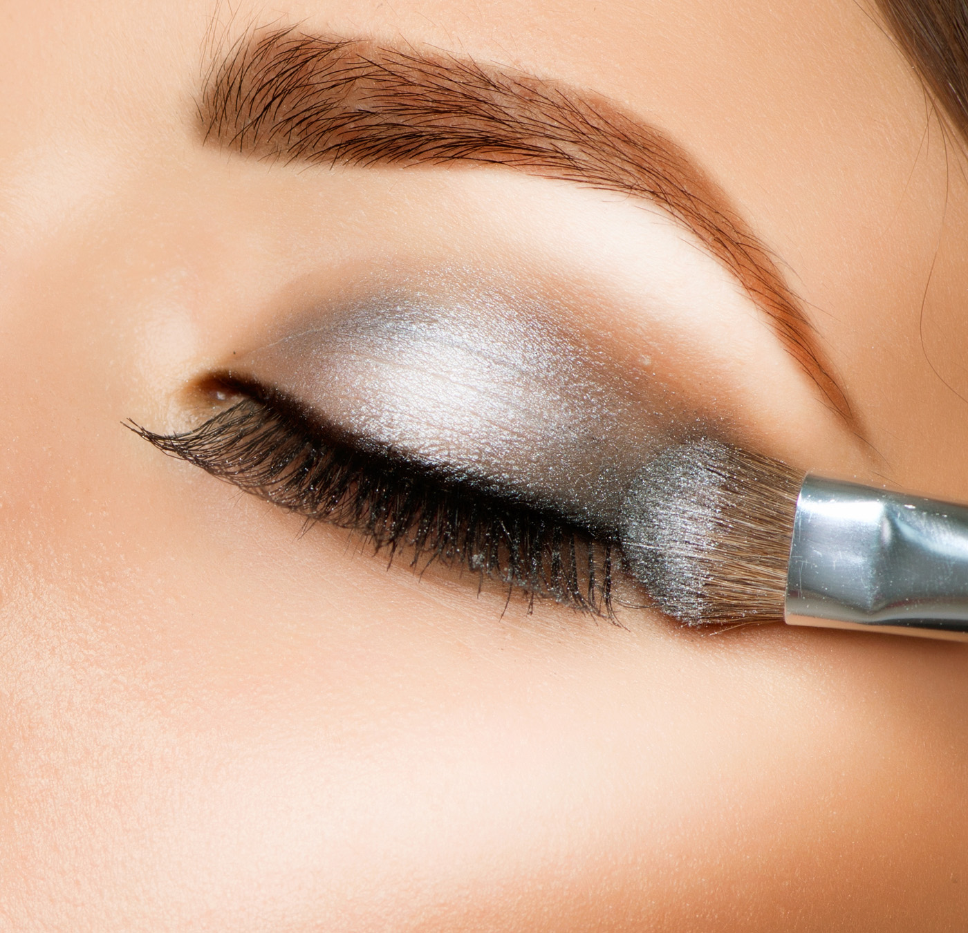 Silver eye shadow makeup 31485