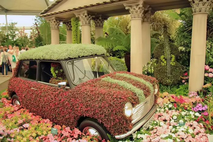 gardens with car 32357