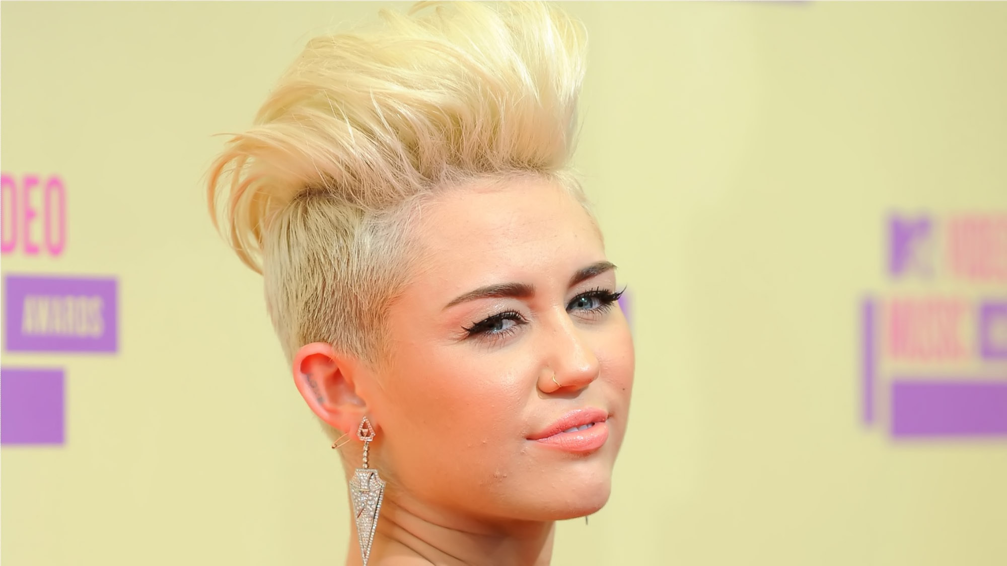 Miley Cyrus Short Hairstyles 32405