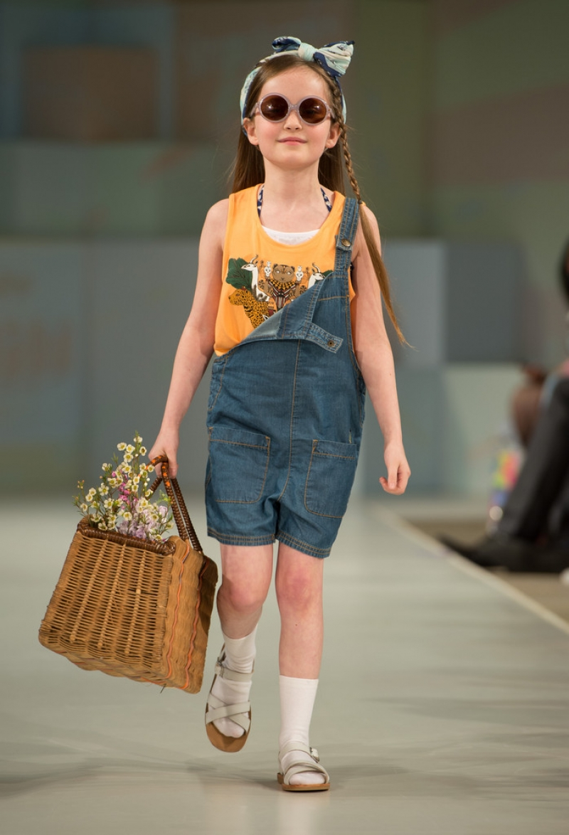 Global Kids Fashion Week Show 32653
