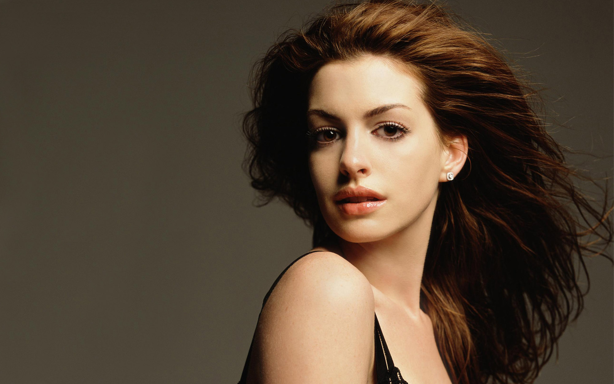 beautiful wallpaper of the  lovely Anne hathaway 32729