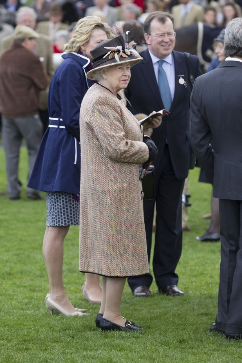 Queen Elizabeth II Wins Big at the Newbury Races 33666