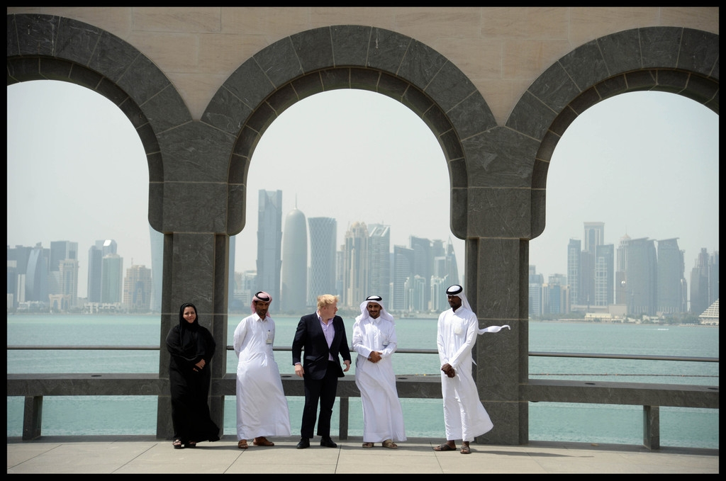 Boris Johnson Visits the Camel Races in Doha 33814