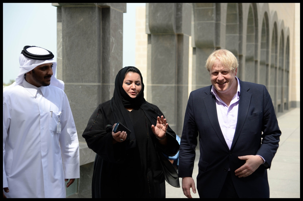 Boris Johnson Visits the Camel Races in Doha 33819