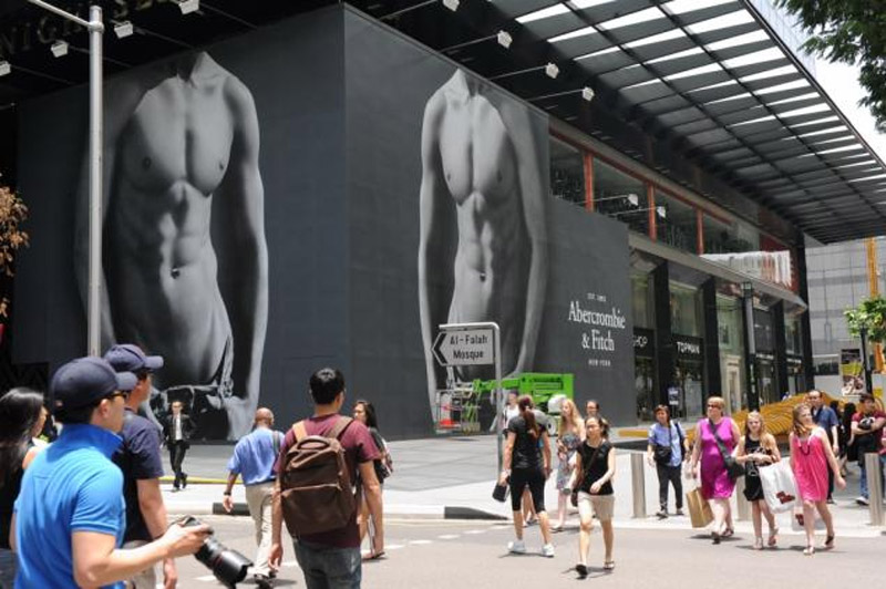 Shoppers outside an Abercrombie 34900