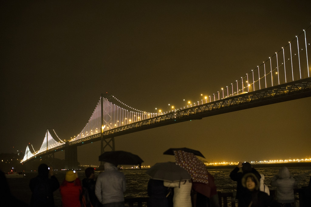 World's Largest LED Light Sculpture Lights Up The Bay Bridge 35539