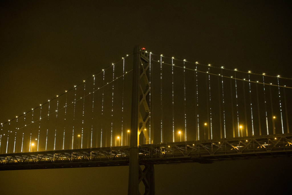 World's Largest LED Light Sculpture Lights Up The Bay Bridge 35541