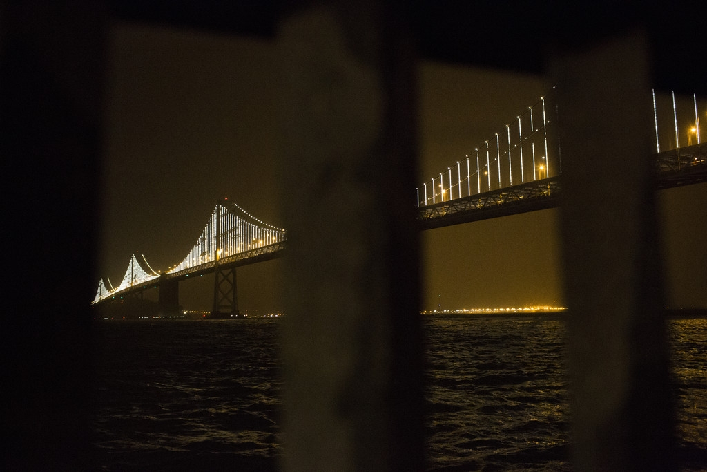 World's Largest LED Light Sculpture Lights Up The Bay Bridge 35556