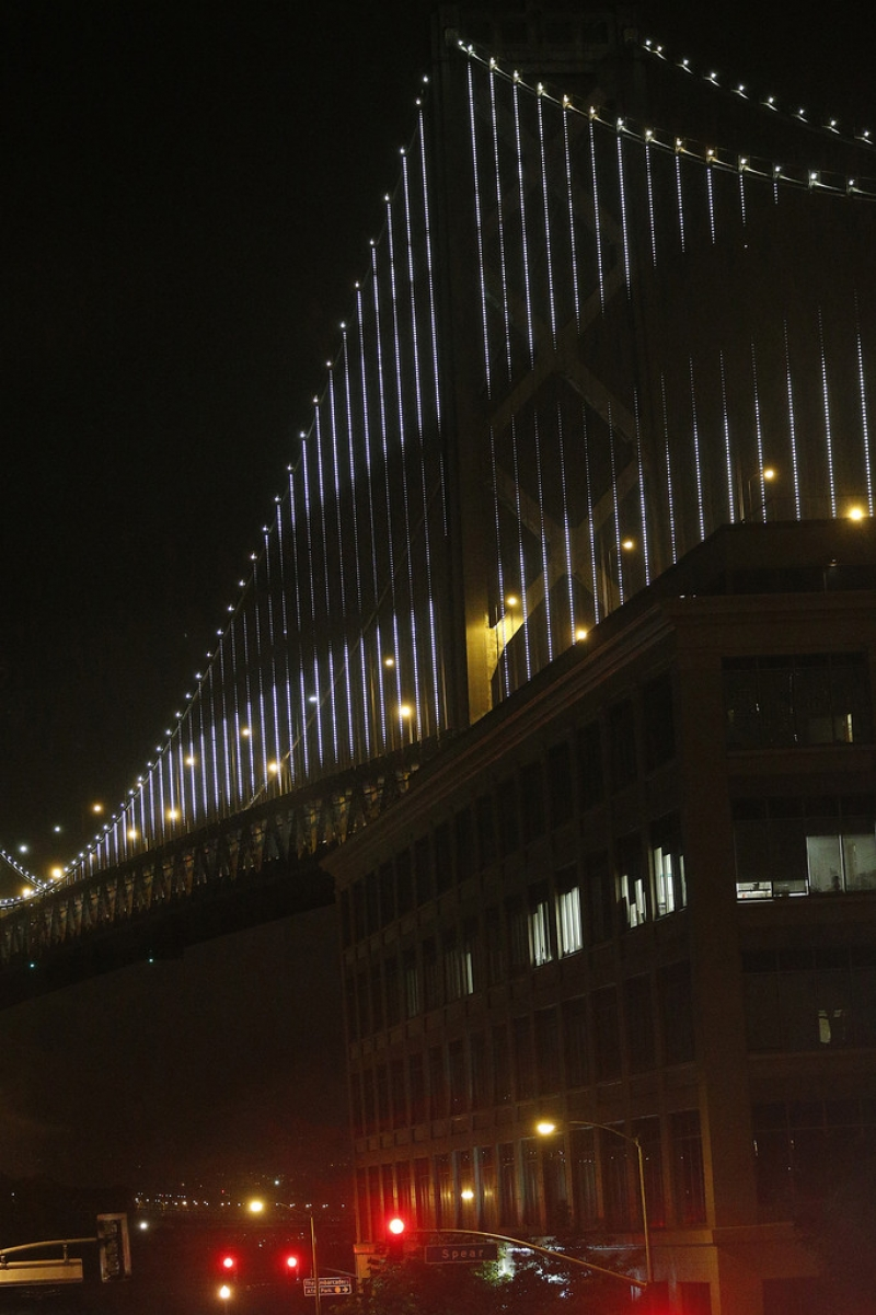 World's Largest LED Light Sculpture Lights Up The Bay Bridge 35561