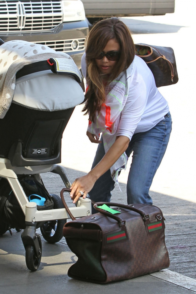 Nick Lachey and Vanessa Minnillo Leave LA 35618