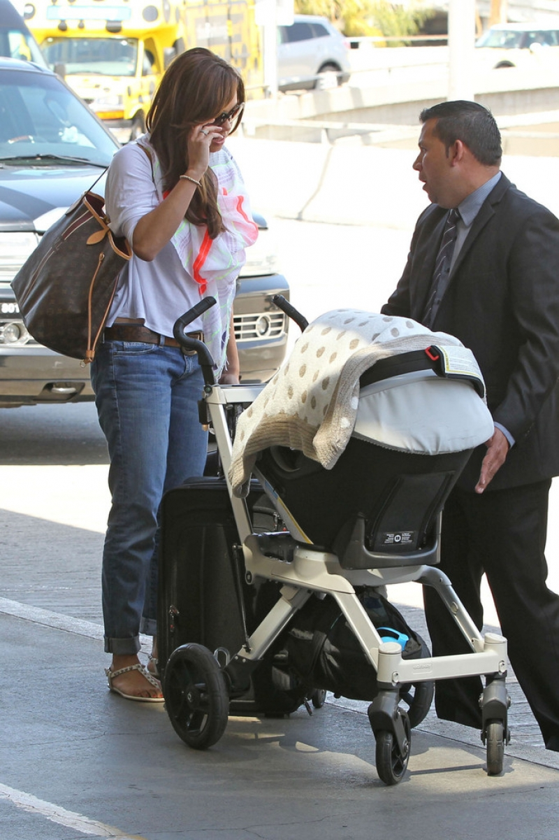 Nick Lachey and Vanessa Minnillo Leave LA 35641