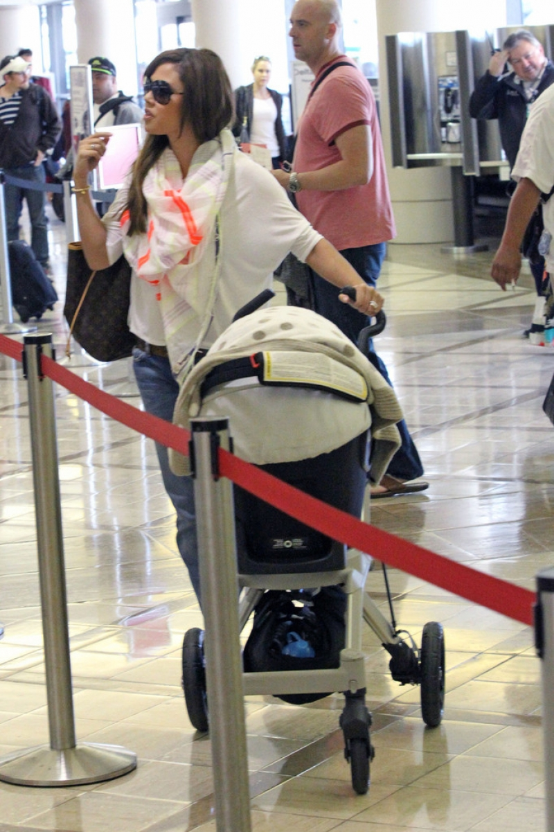 Nick Lachey and Vanessa Minnillo Leave LA 35658