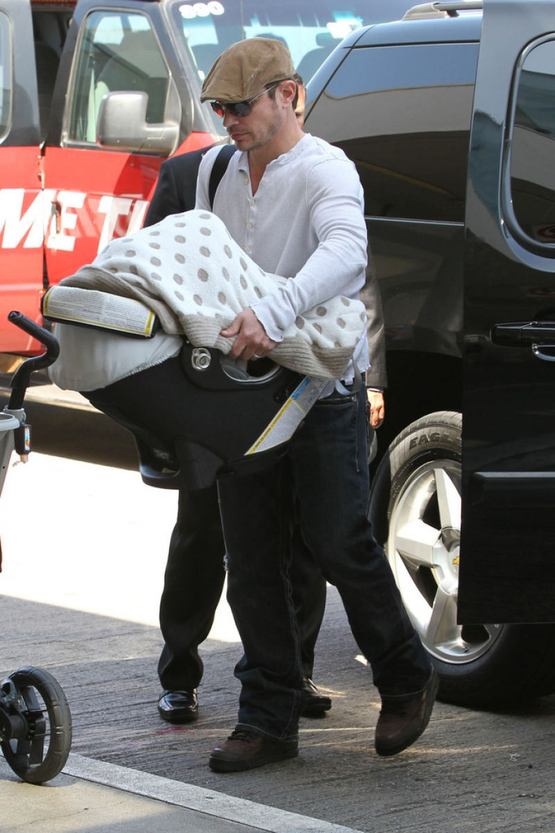 Nick Lachey and Vanessa Minnillo Leave LA 35666