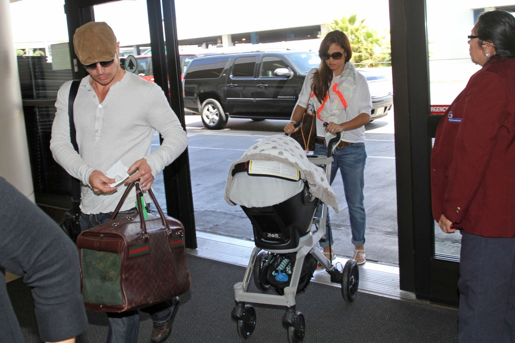 Nick Lachey and Vanessa Minnillo Leave LA 35704