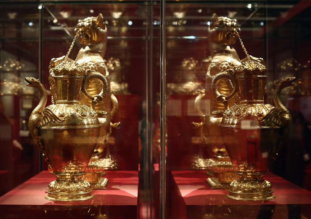 The Victoria And Albert Museum Preview Of Their Forthcoming Treasures Of The ... 35709