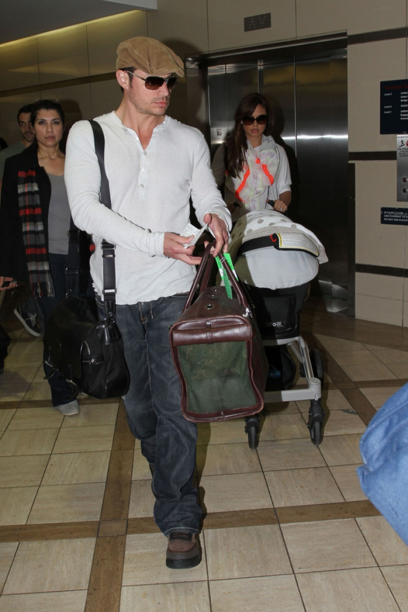 Nick Lachey and Vanessa Minnillo Leave LA 35720