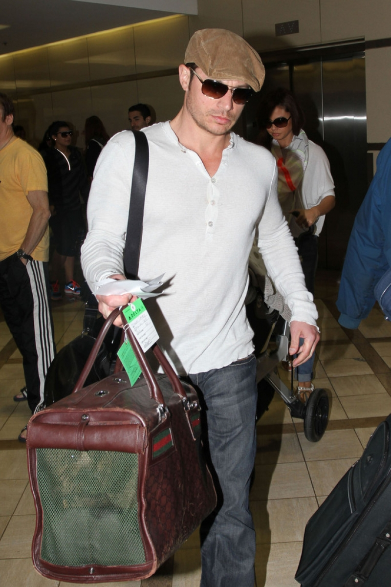 Nick Lachey and Vanessa Minnillo Leave LA 35724