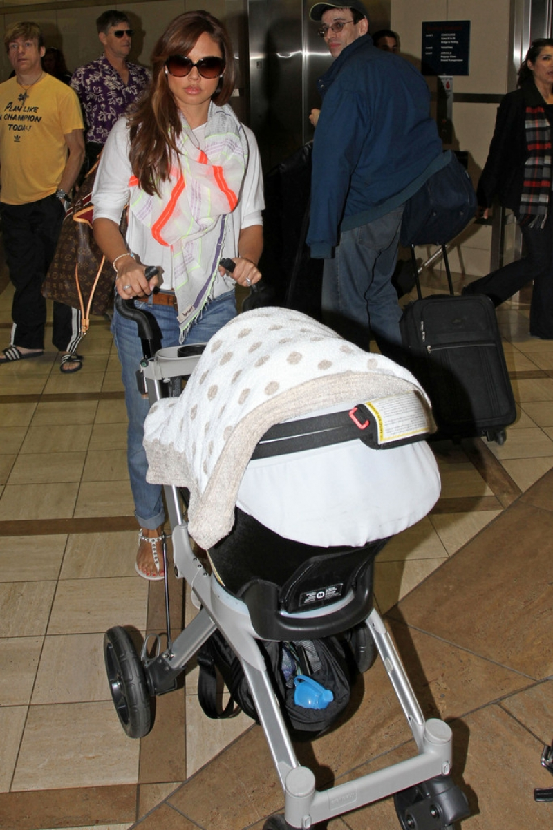 Nick Lachey and Vanessa Minnillo Leave LA 35750