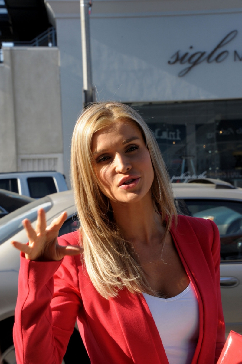 Joanna Krupa Films 'Housewives of Miami' 35834