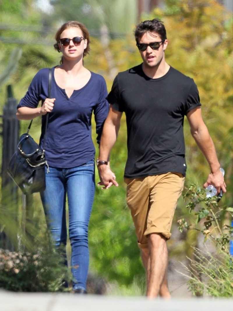 Emily Van Camp & Josh Bowman Lunch Together  36211