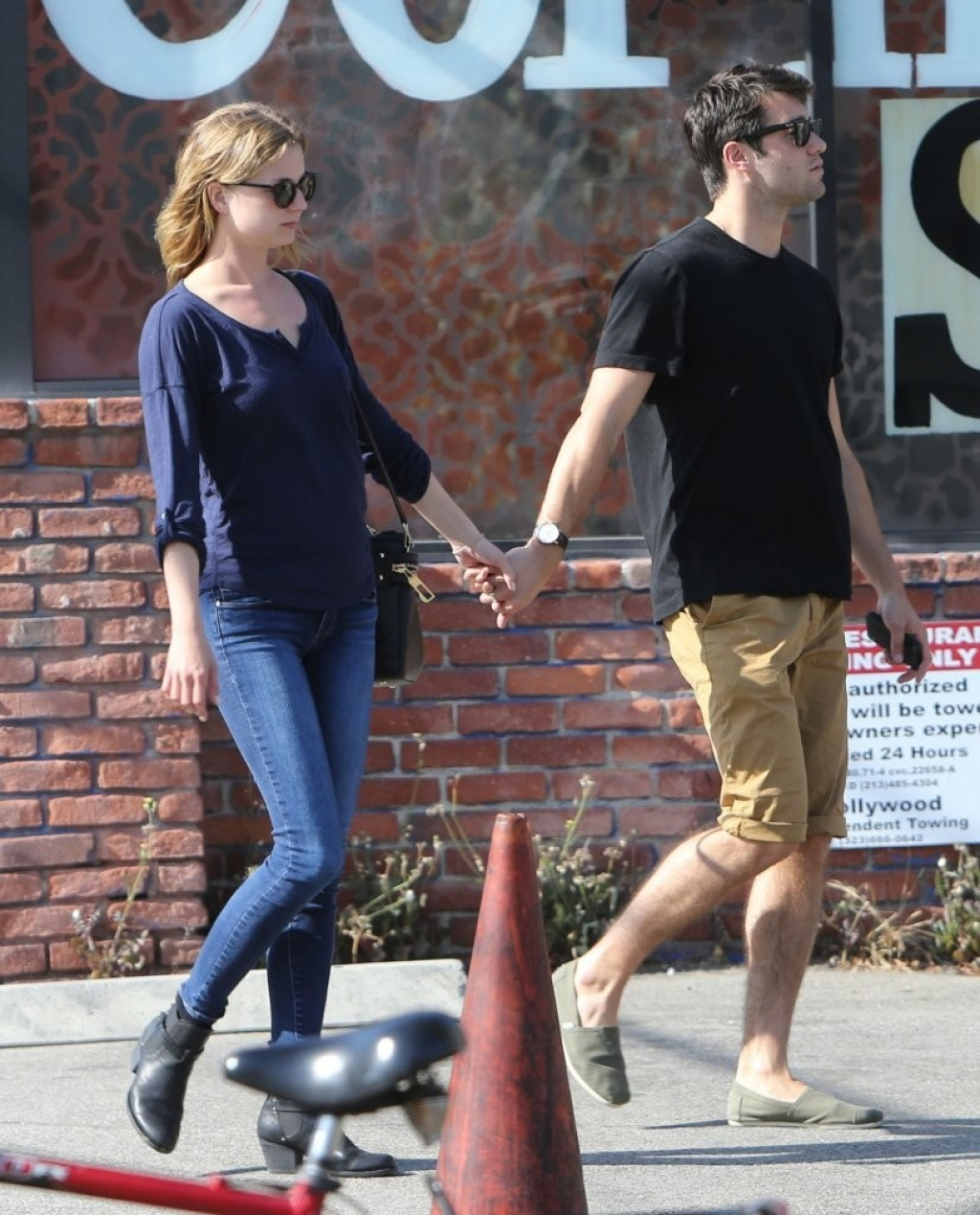 Emily Van Camp & Josh Bowman Lunch Together  36236