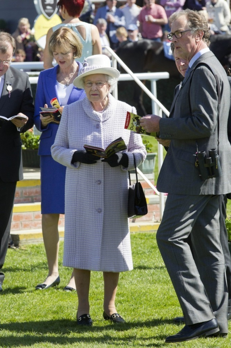 The Queen At Newbury Races 36272