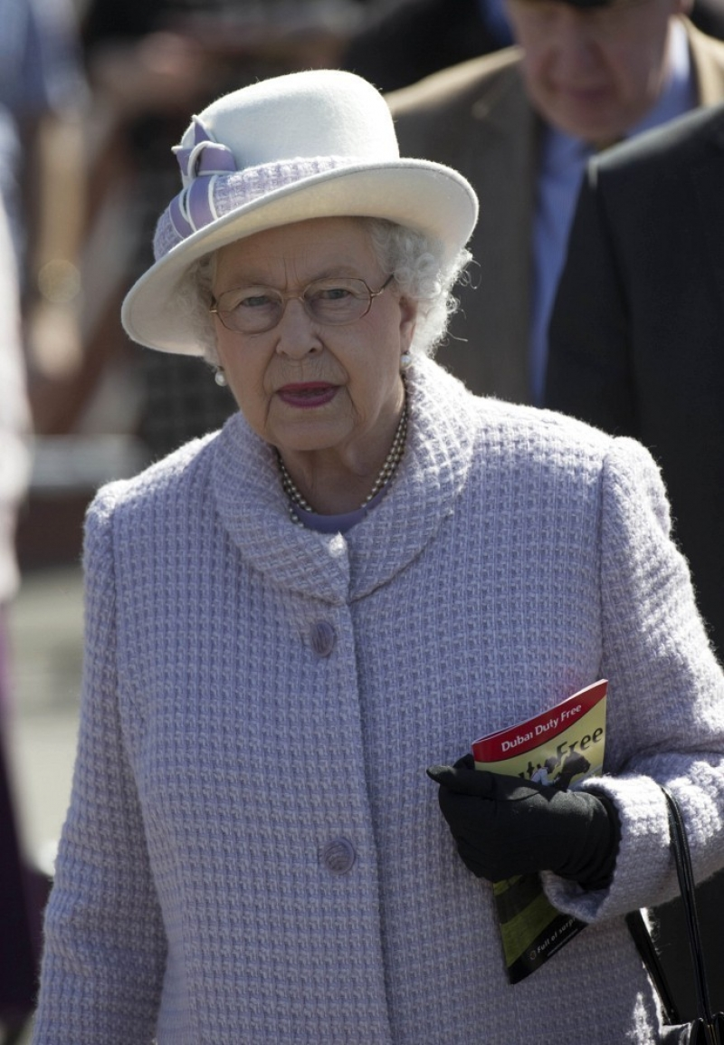 The Queen At Newbury Races 36279