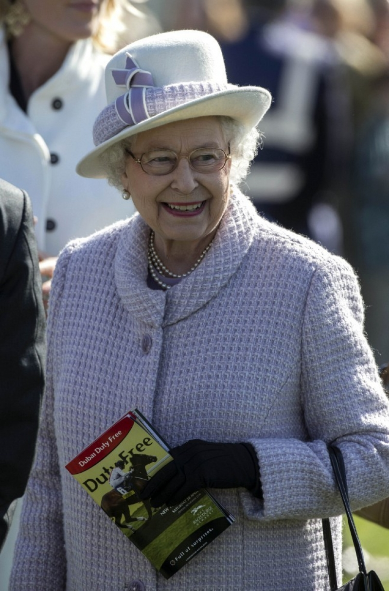 The Queen At Newbury Races 36286