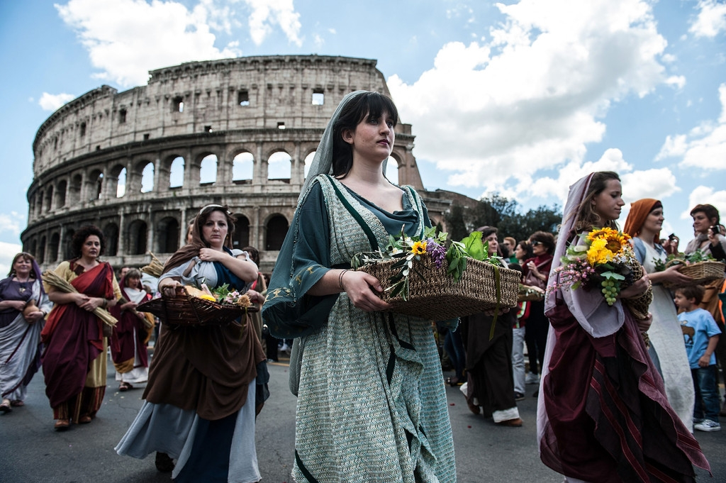 Romans Celebrate the 2,766th Anniversary of Their City 37252
