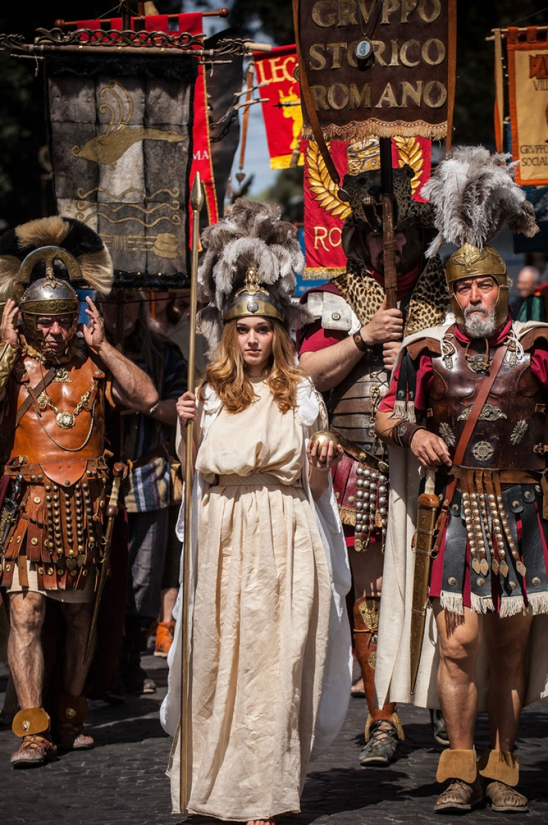 Romans Celebrate the 2,766th Anniversary of Their City 37272
