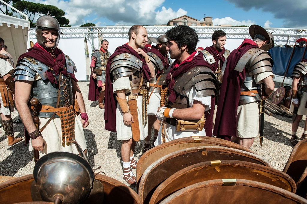 Romans Celebrate the 2,766th Anniversary of Their City 37392