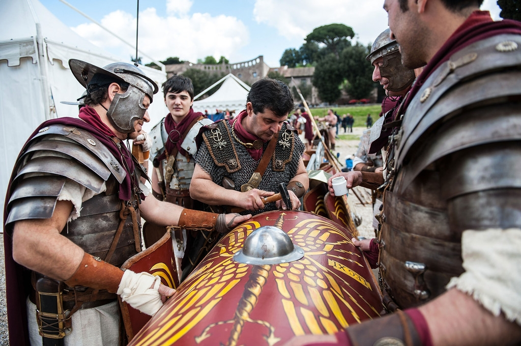 Romans Celebrate the 2,766th Anniversary of Their City 37609