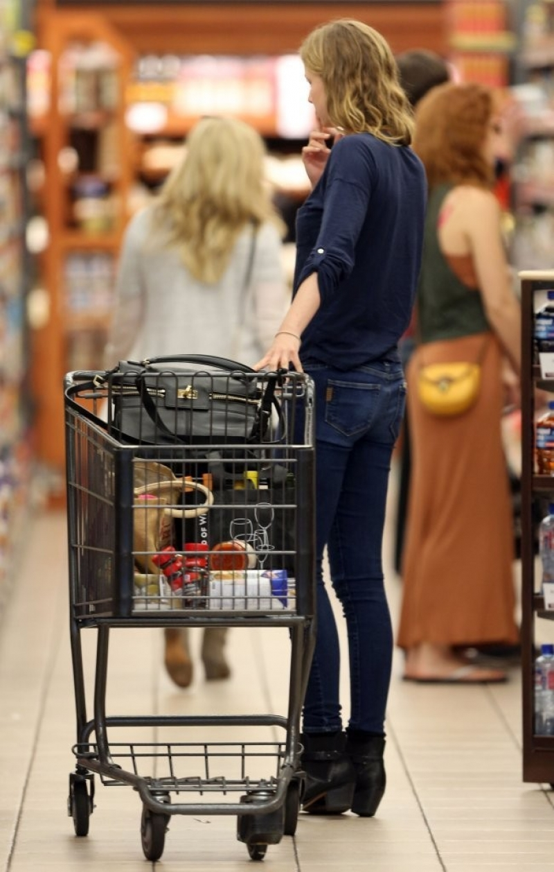 Emily Van Camp Shops at Gelson's 38444