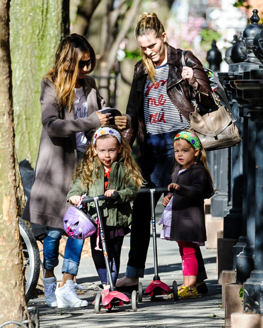 Sarah Jessica Parker Takes Her Twins to School 38646