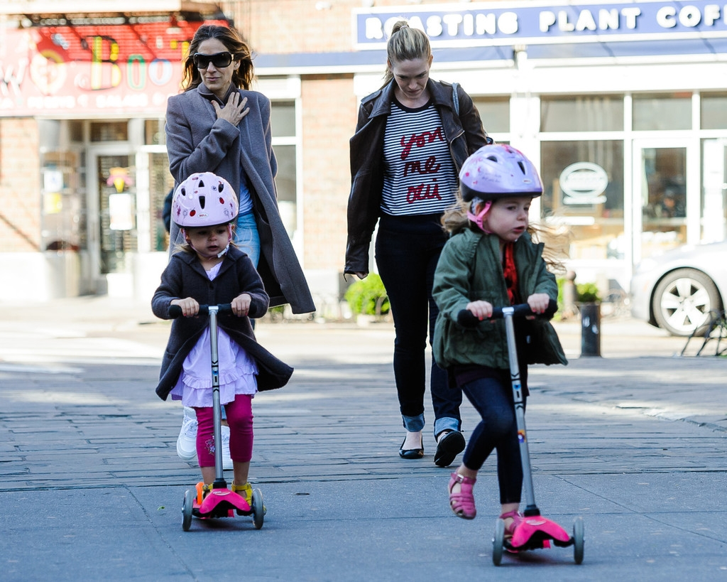 Sarah Jessica Parker Takes Her Twins to School 38664