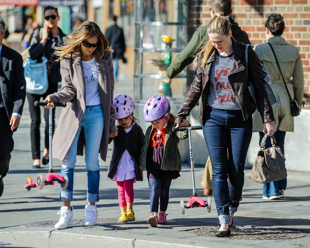 Sarah Jessica Parker Takes Her Twins to School 38669