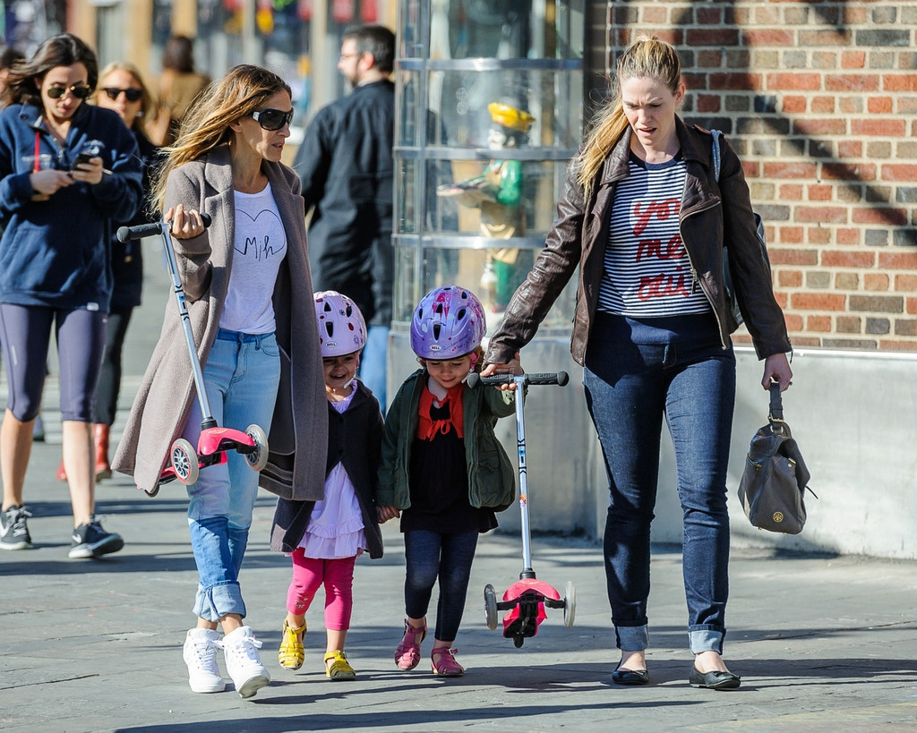 Sarah Jessica Parker Takes Her Twins to School 38675