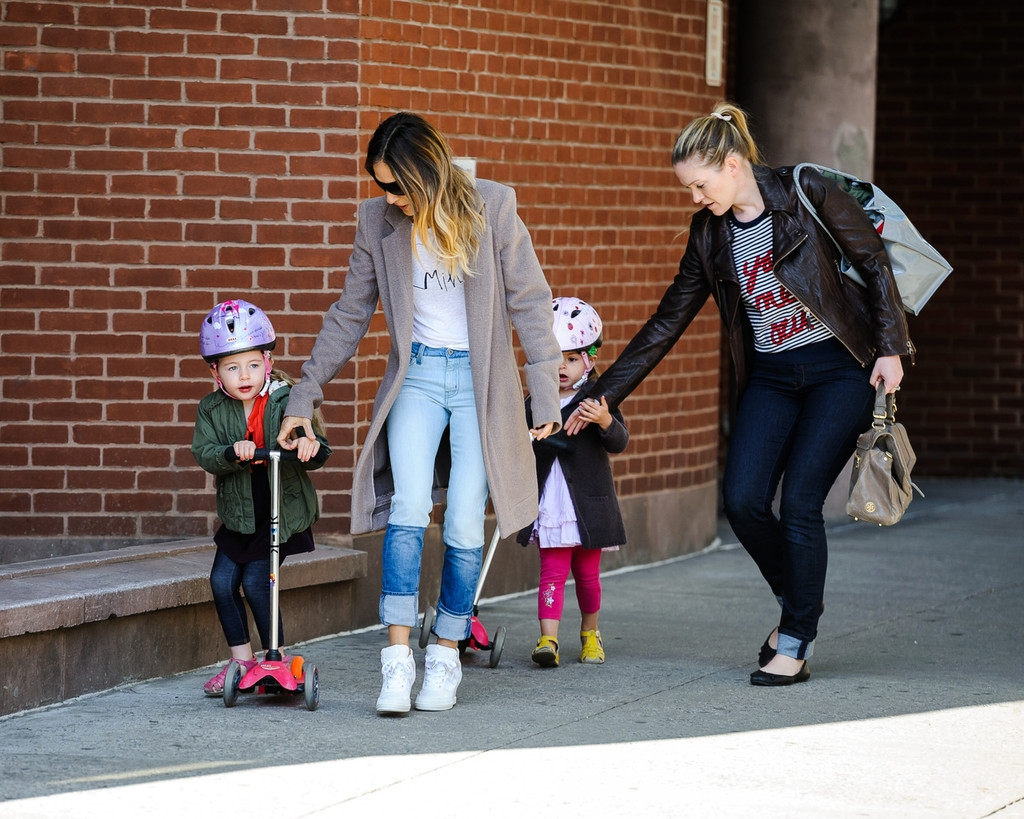 Sarah Jessica Parker Takes Her Twins to School 38711