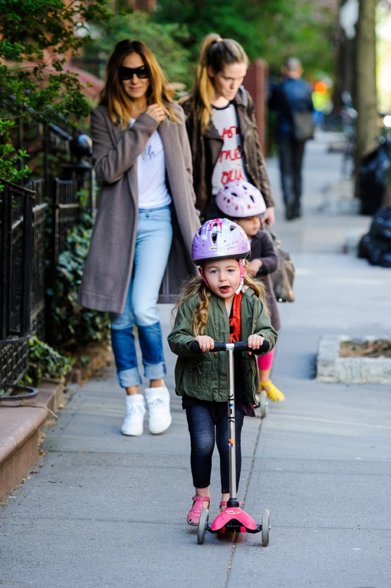 Sarah Jessica Parker Takes Her Twins to School 38721