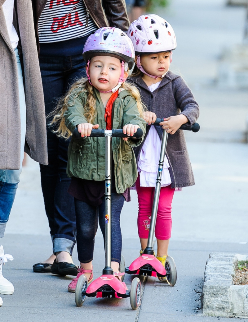 Sarah Jessica Parker Takes Her Twins to School 38734