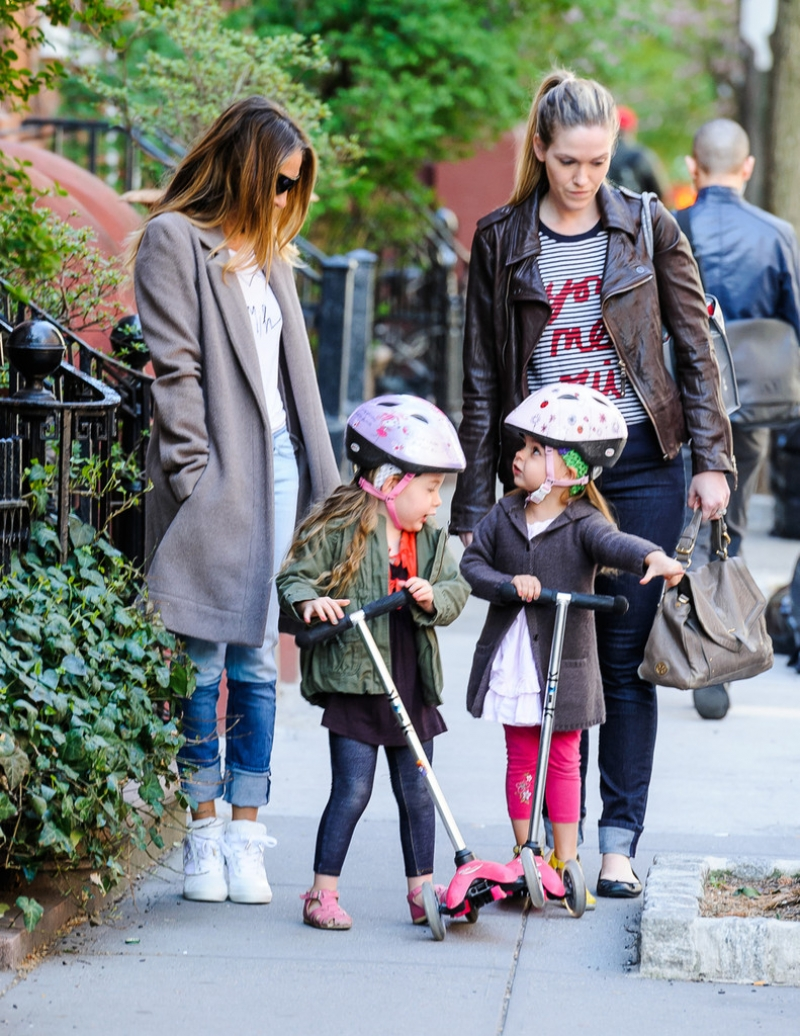 Sarah Jessica Parker Takes Her Twins to School 38746