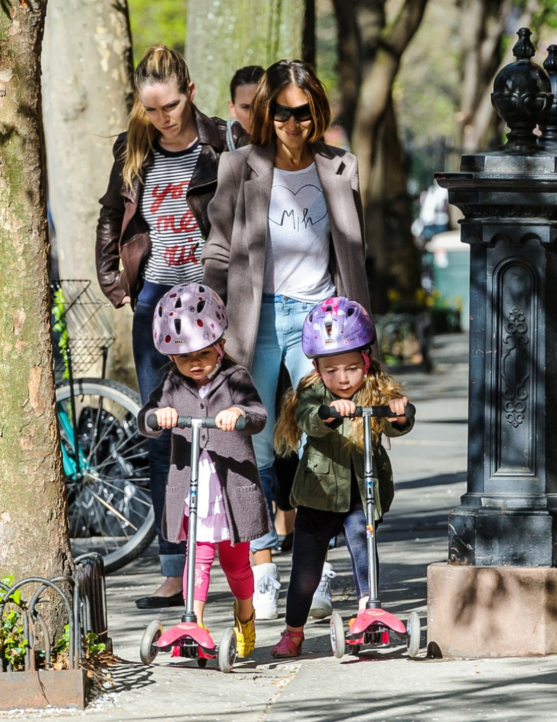 Sarah Jessica Parker Takes Her Twins to School 38774