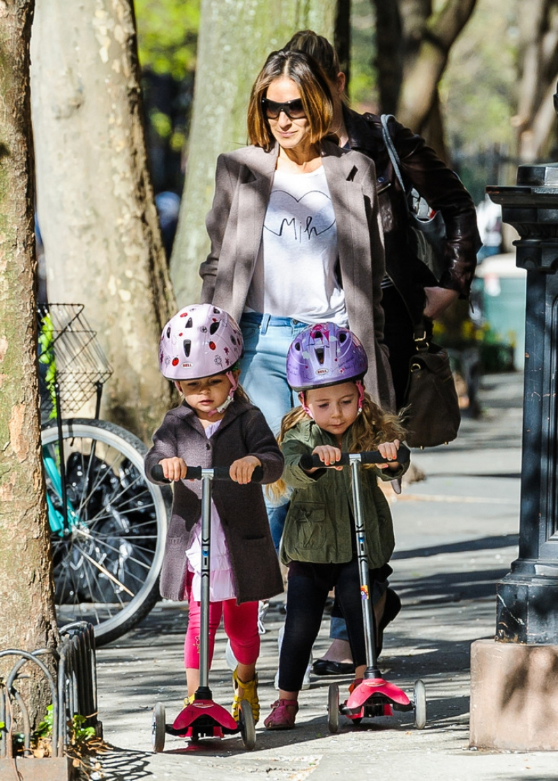 Sarah Jessica Parker Takes Her Twins to School 38776