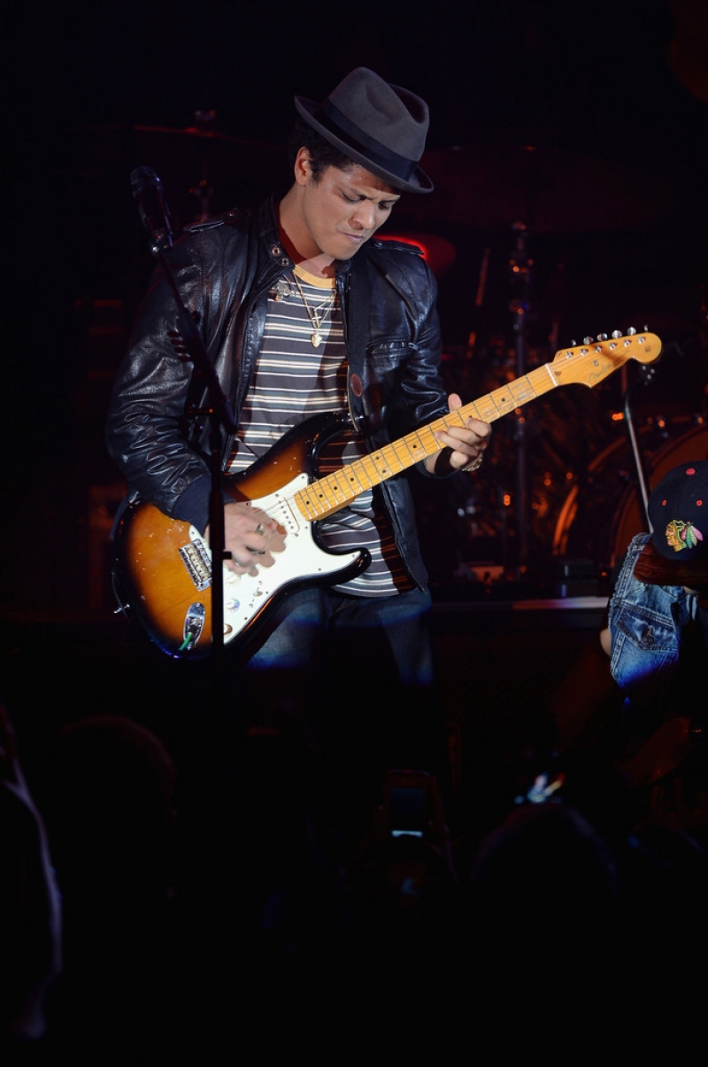 Bruno Mars Performs at NYC Best Buy Event 38823