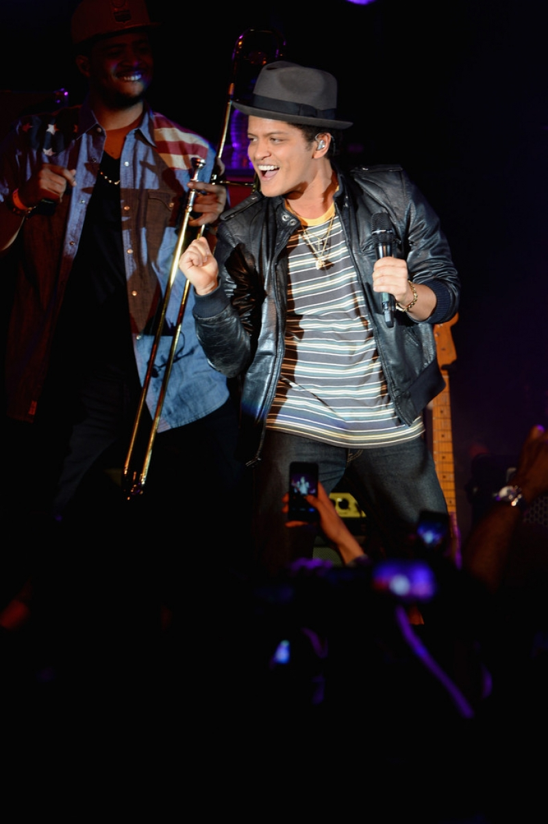 Bruno Mars Performs at NYC Best Buy Event 38837