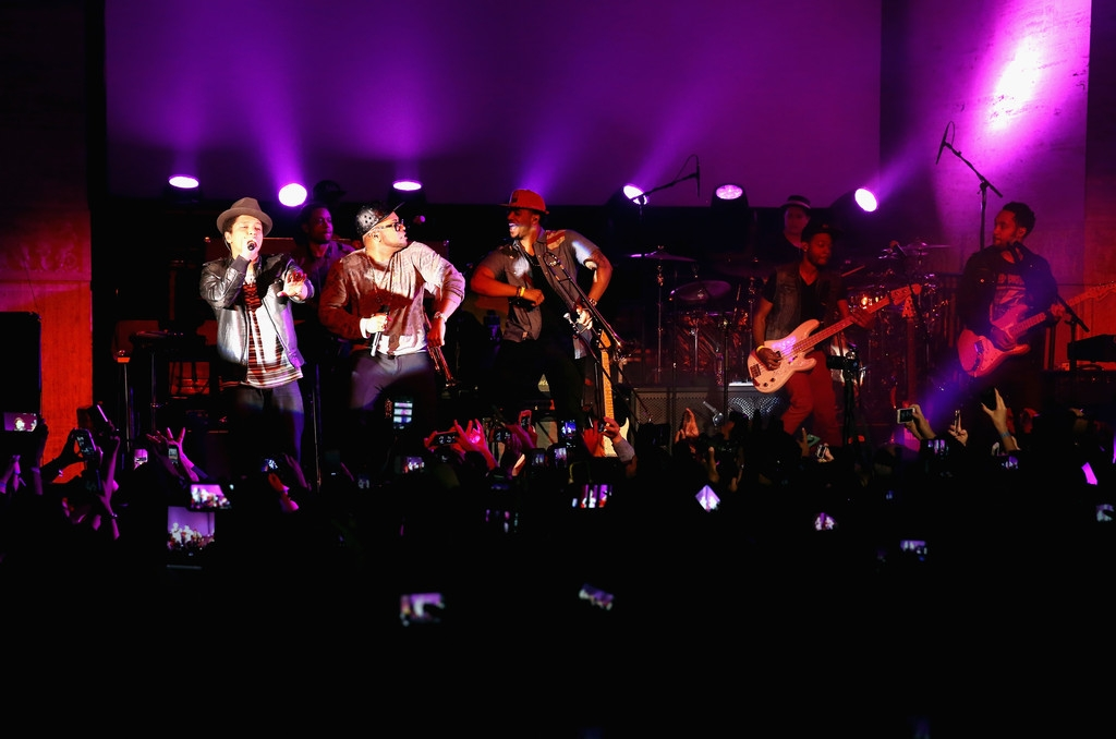 Bruno Mars Performs at NYC Best Buy Event 38839
