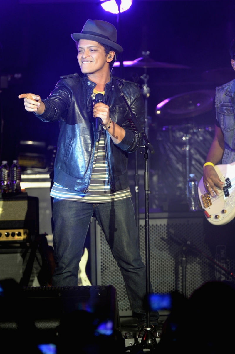 Bruno Mars Performs at NYC Best Buy Event 38846