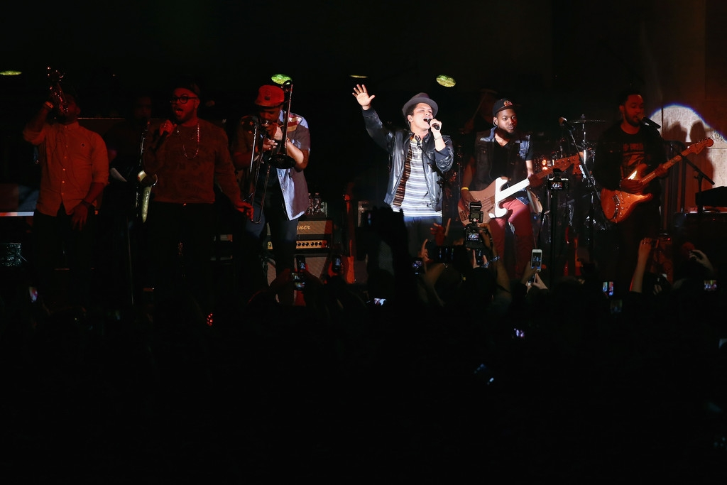 Bruno Mars Performs at NYC Best Buy Event 38885
