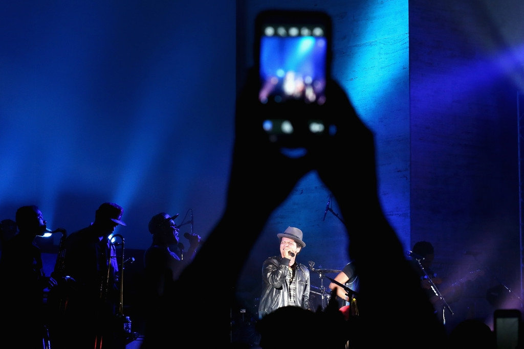 Bruno Mars Performs at NYC Best Buy Event 38904